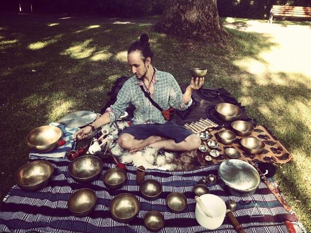16h Pouvoir curatif du son avec bols chantants avec Dimitri